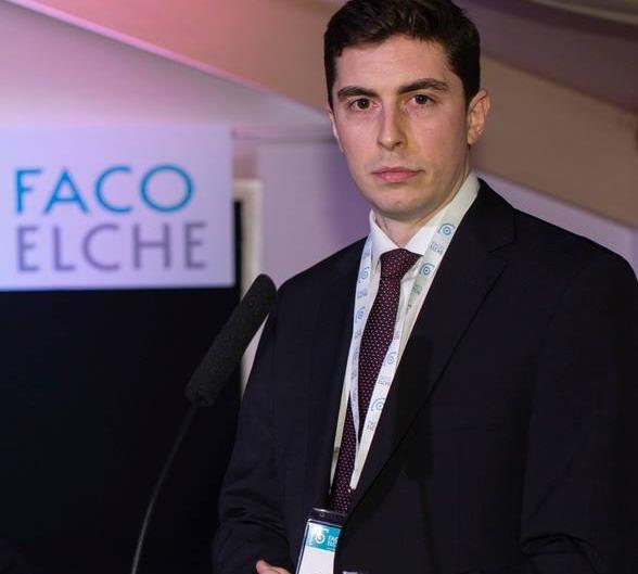 Dr. Luis León