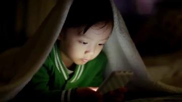 Imagen 3. La falta de actividades al aire libre se ha asociado al aumento de la prevalencia de la miopía en la población joven.